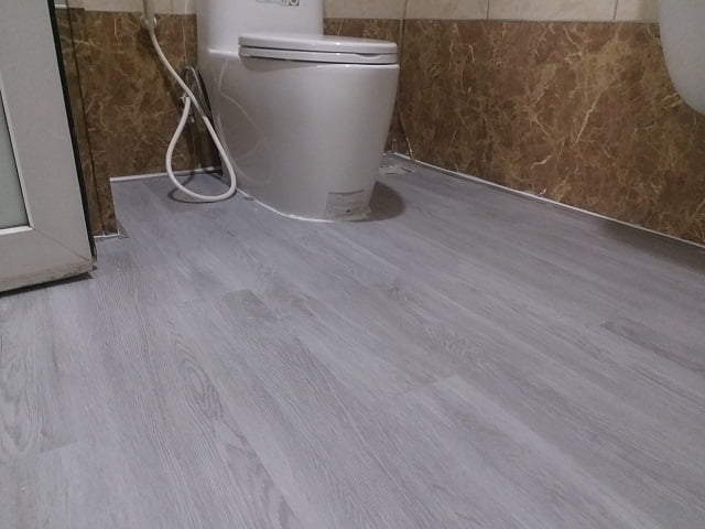 Sàn nhựa giả gỗ cho nhà tắm