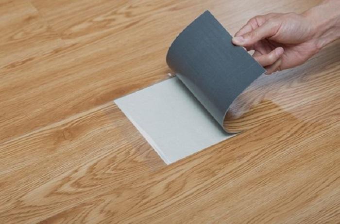 Luôn luôn giữ cho sàn nhựa giả gỗ sạch sẽ