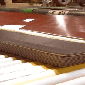 Có mấy loại tấm nhựa lót sàn được sử dụng phổ biến hiện nay?