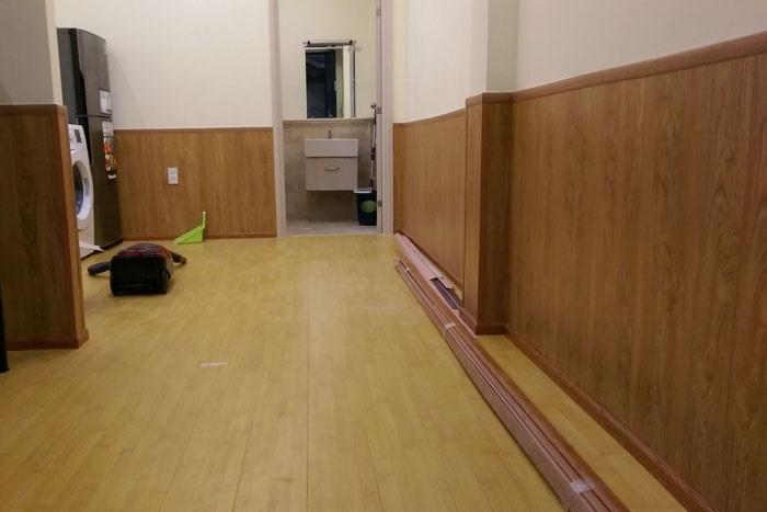 Ứng dụng của len chân tường nhựa giả gỗ trong thi công nhà ở