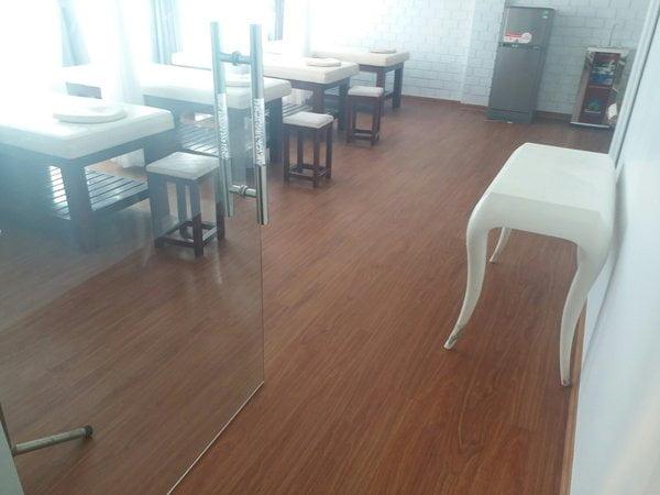 Công trình sàn nhựa giả gỗ cho Maldives Doctor Spa