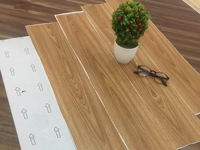 Làm sạch và phẳng mặt nền cần lắp đặt