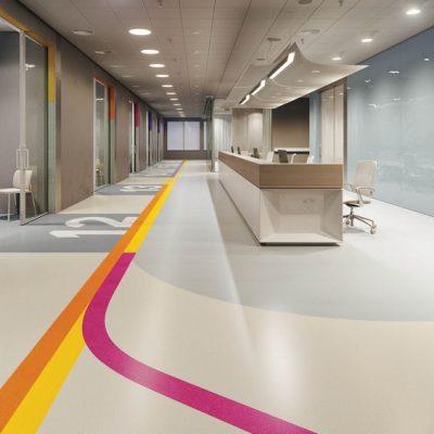Sàn vinyl dạng cuộn cho sảnh bệnh viện