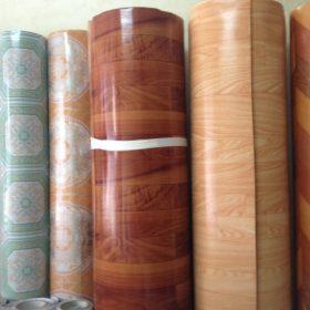 Thảm nhựa trải sàn vân gỗ có những loại nào? Ưu, nhược điểm là gì?