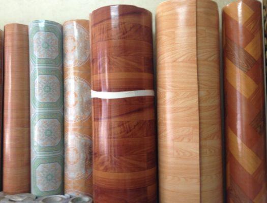 Thảm nhựa trải sàn vân gỗ dạng cuộn