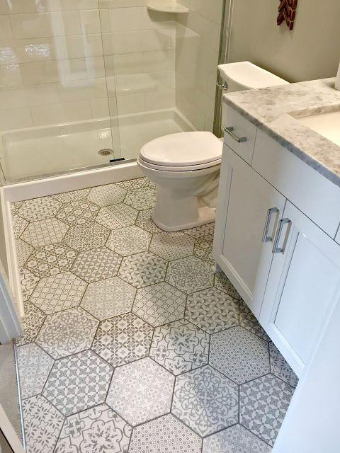 Gạch lát nền nhà vệ sinh có hoa văn chống trơn