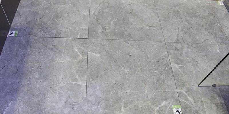 Một mẫu gạch lát nền nhà tắm prime