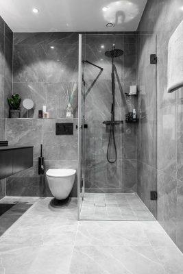 Nhà vệ sinh tông màu tối