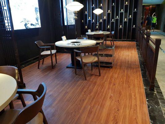 công trình sàn nhựa giả gỗ cho nhà hàng