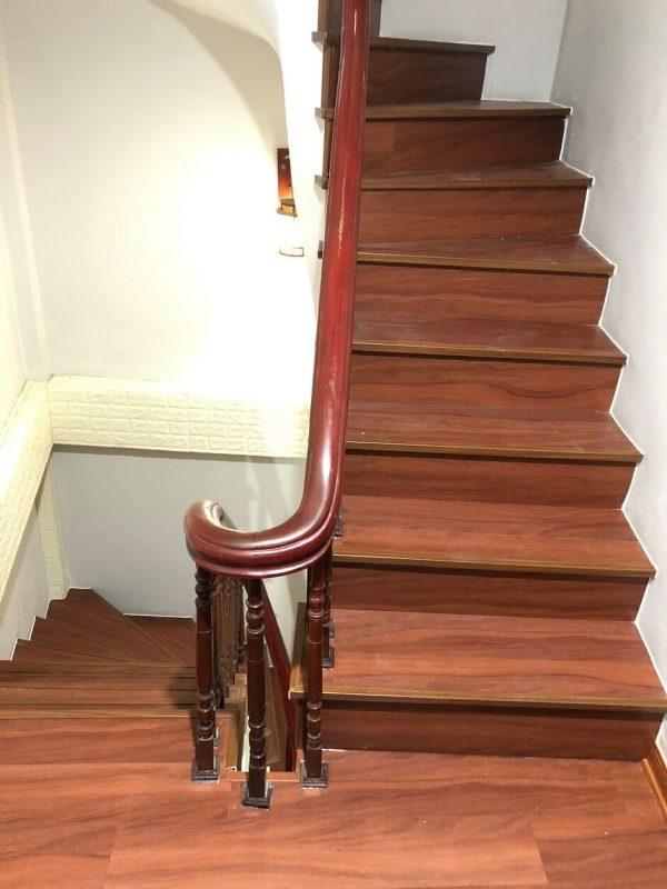 Cầu thang nhựa giả gỗ