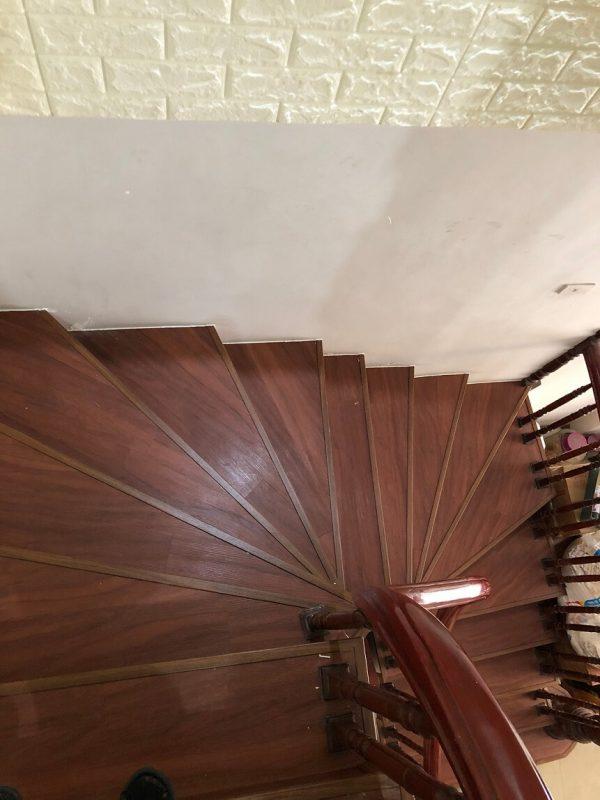 Sàn nhựa mặt bậc cầu thang