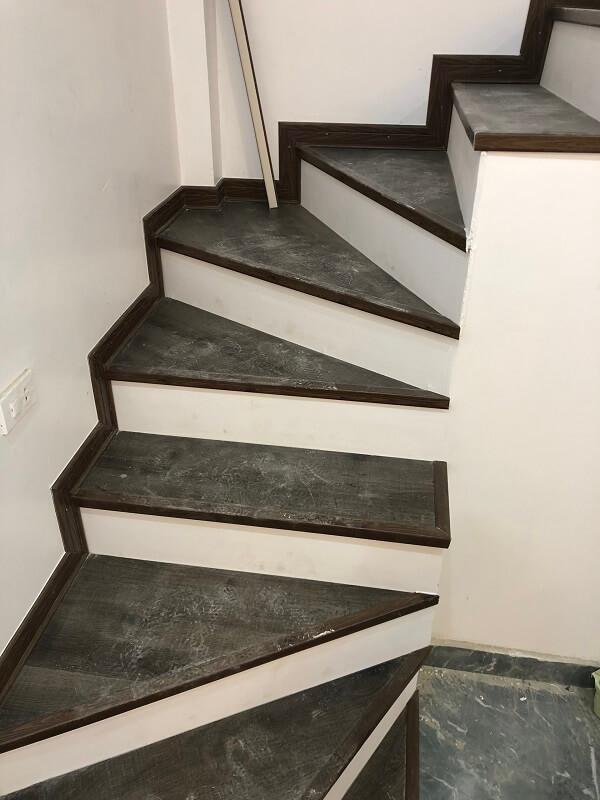công trình sàn nhựa cầu thang 2