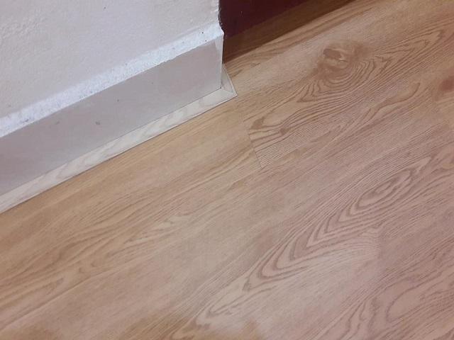 Nẹp sàn nhựa chân tường gạch men