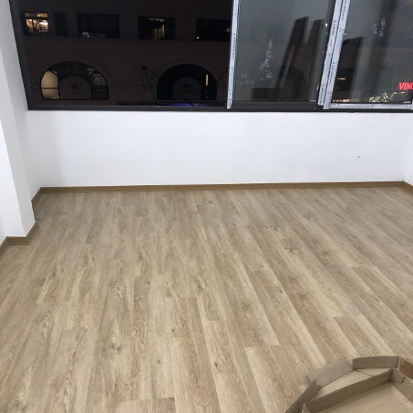 Công trình sàn nhựa hèm khóa spc 8401